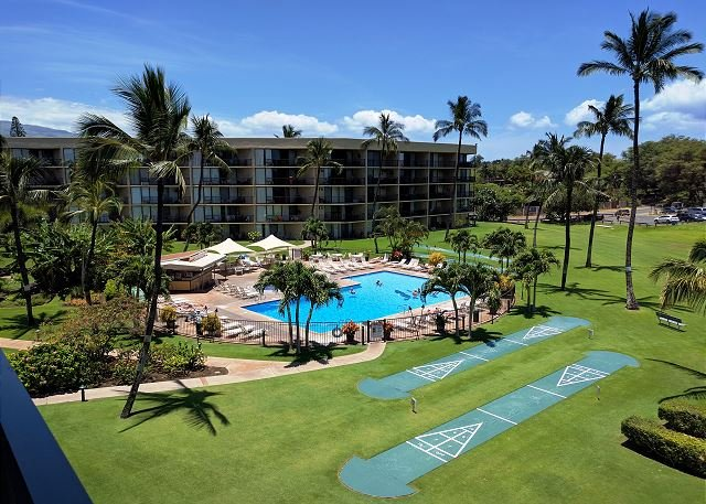 Maui Sunset 518A Nicely done top floor with great ocean views!, location de vacances à Kihei