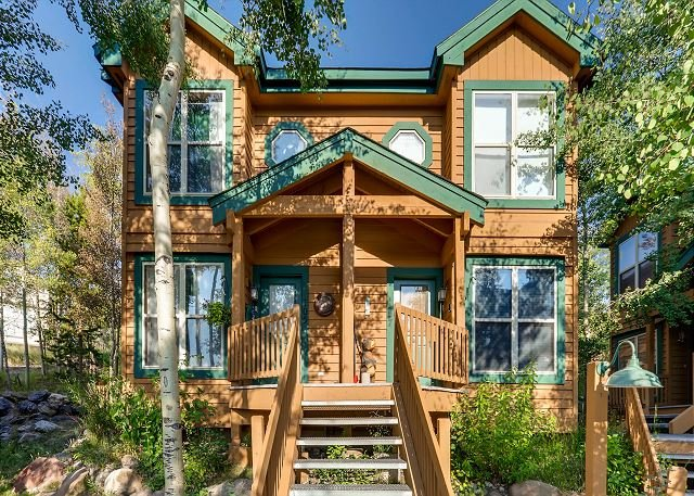 Stylish Townhome overlooking Buffalo Mountain & Ski Resort, alquiler de vacaciones en Silverthorne