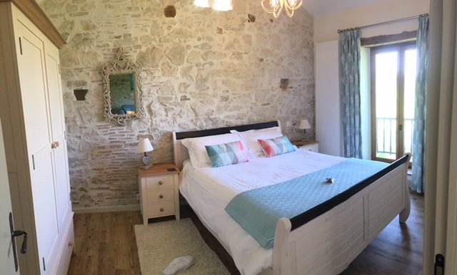A cosy 1st floor, tastefully fitted gite with lovely rural views - as seen on TV, vacation rental in Saint-Auvent