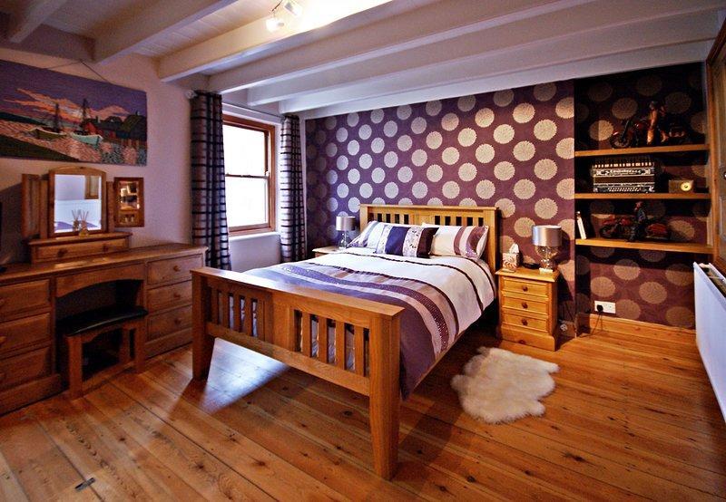 Grande quarto duplo com roupeiros de casal