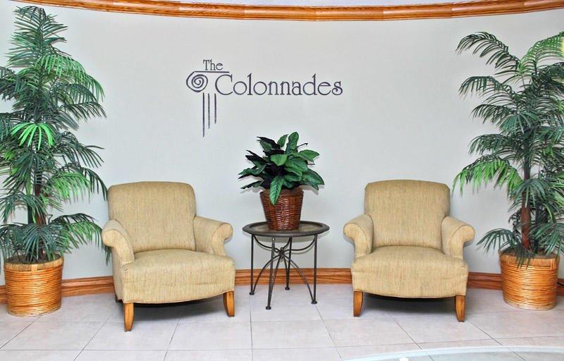 Área de asientos en el lobby