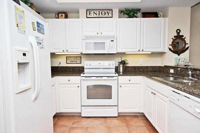 La cuisine comprend tous les petits appareils ménagers
