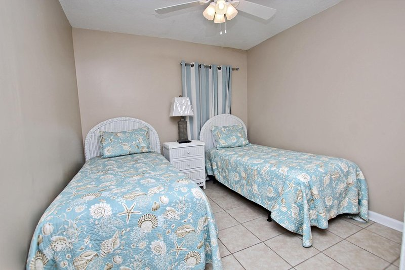 Guest Bedroom 2 - 2 Twin Beds
