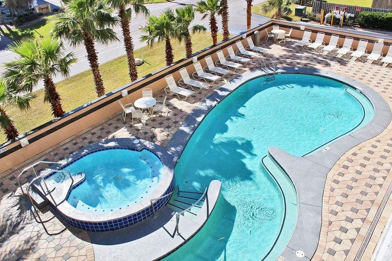 Blick auf den Pool vom Deck dieser Gulf Shores 3rd Floor Condo