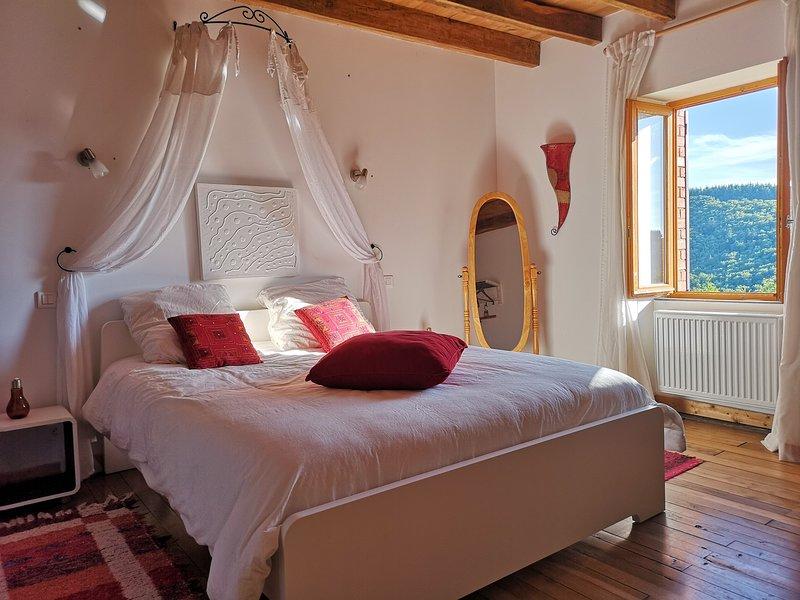 Gîte Via Nova 2-12 personnes, Monts d'Auvergne, vacation rental in Allier