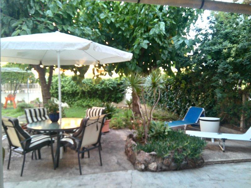 Planta baja con jardín, en zona Eurosol. Playa a 7 minutos, FIB y Rototom 20 min, vacation rental in Benicasim