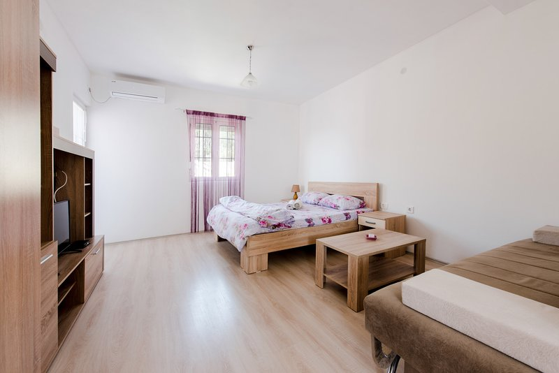Studio Apartment Vukmarkovic, holiday rental in Zagrade