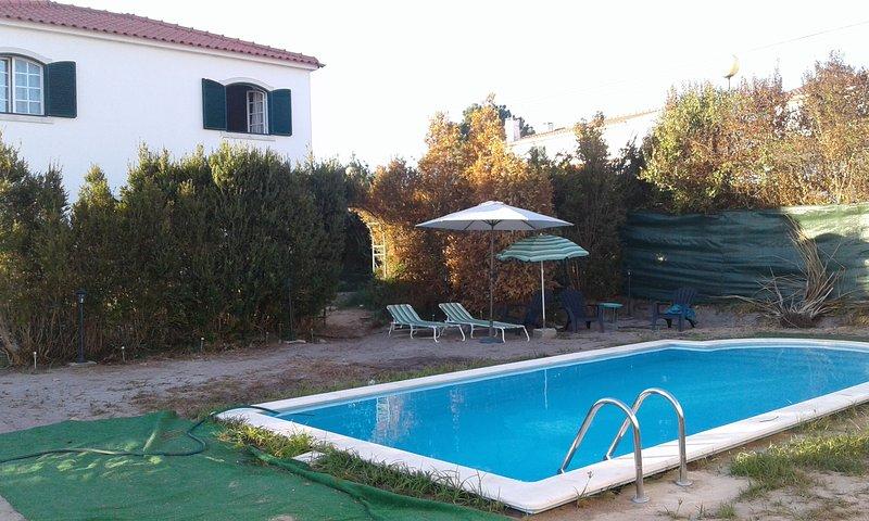 Big villa with swimming-pool & Wifi, casa vacanza a Aldeia do Meco