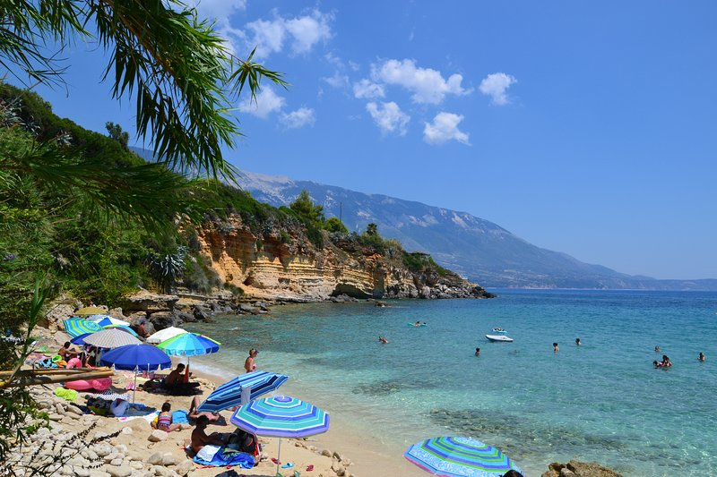 Kefalonia apartments: nice 1 bedroom apartment 2 km from Pessada port and beach, casa vacanza a Karavadhos
