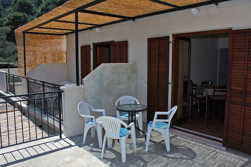 Maranovici Apartment Sleeps 4 with Air Con - 5463580, holiday rental in Saplunara