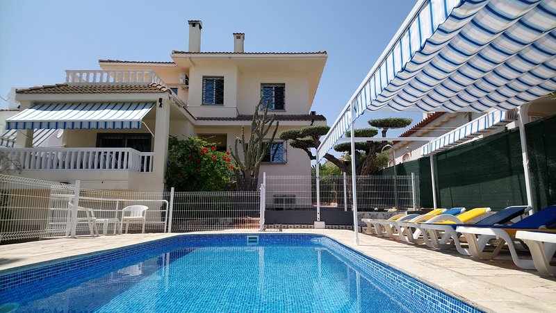 Villa Amador Lovely 5BR Villa with Pool + 200 M to the beach, location de vacances à Tortosa
