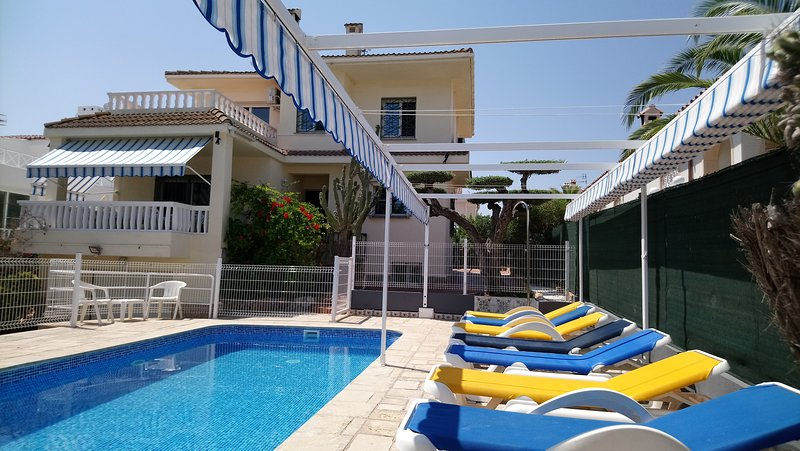 Main view of the villa with fenced pool and a lovely and big brand new canopy