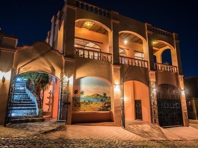 Breathtaking views!! House near beach, shops, restaurants, local pubs & marina!, casa vacanza a San Carlos