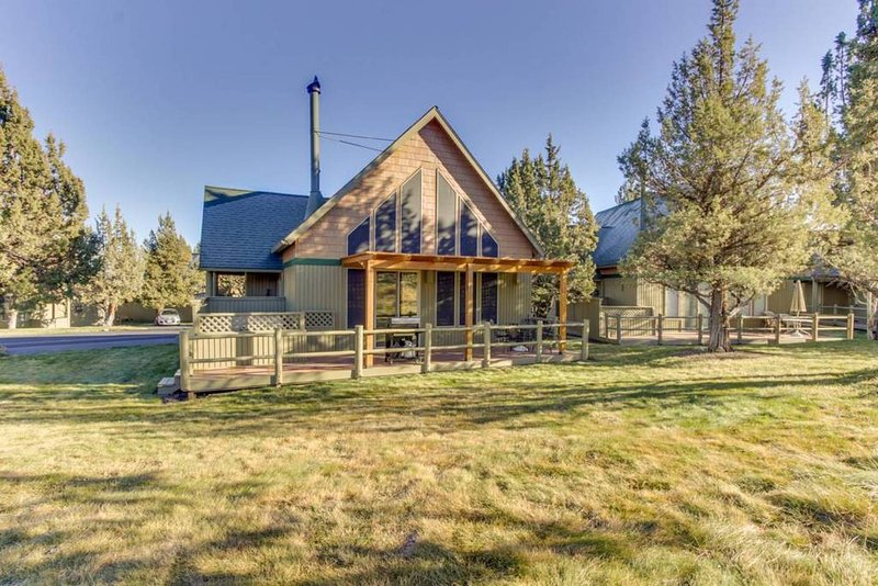 Family Friendly Cozy Eagle Crest Home, holiday rental in Crooked River Ranch