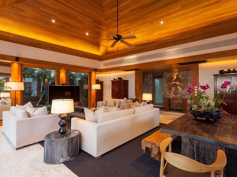 Villa Nandana - Warmes Ambiente im Medienraum