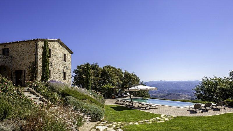 Luxury villa Capodimonte, vacation rental in Trevinano