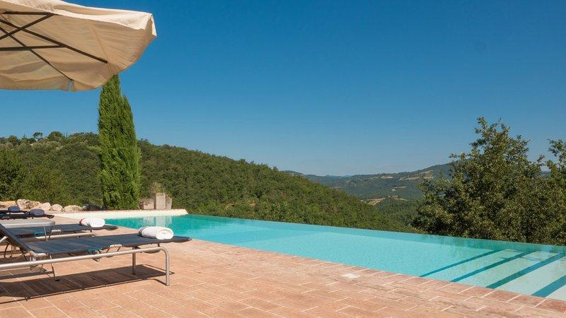 Luxury villa Casa Lazzari, holiday rental in Castel Rigone