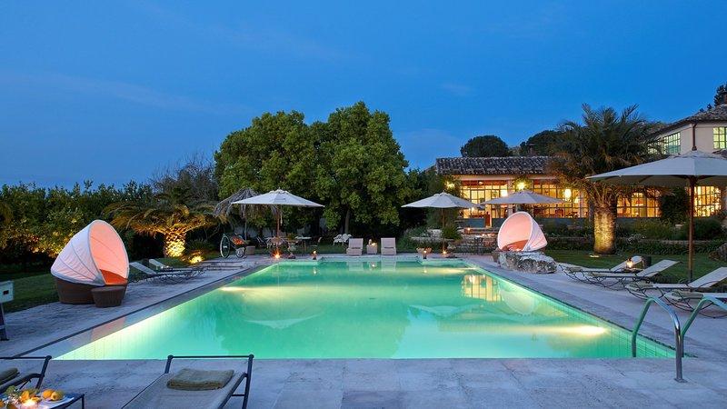 Luxury villa Tre Limoni, holiday rental in Militello in Val di Catania