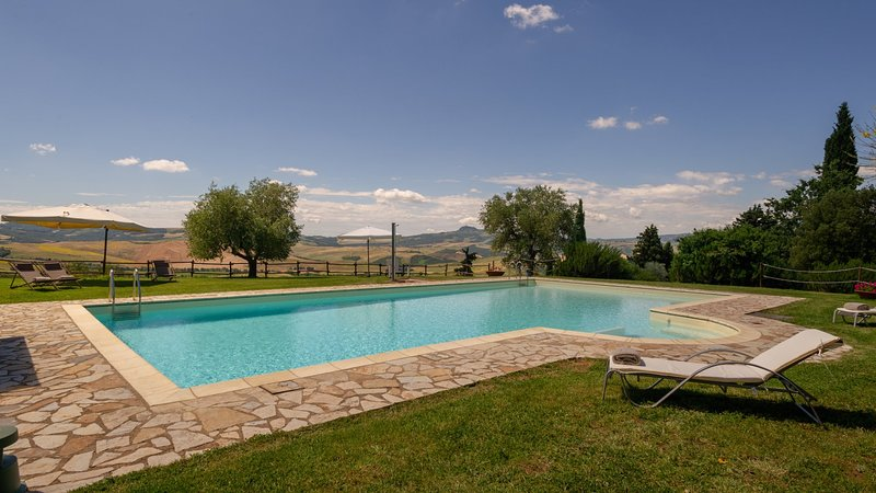 Luxury villa Tenuta Cipressi, vacation rental in Sarteano
