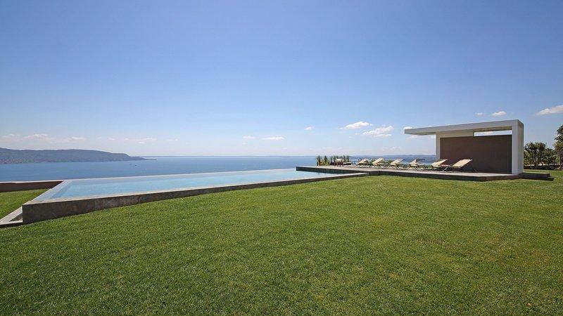 Luxury villa Arco, holiday rental in Gardone Riviera