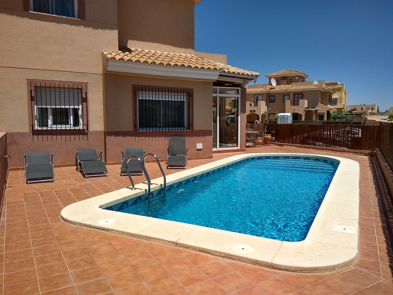 Home with Private Pool near Mojacar, 3 bedrooms, air conditioners, Free WiFi – semesterbostad i Los Gallardos