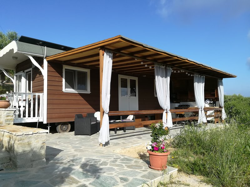 Hakuna Matata Holidays 2, comfortable chalet & swimming pool in Olive Grove, holiday rental in Tapia