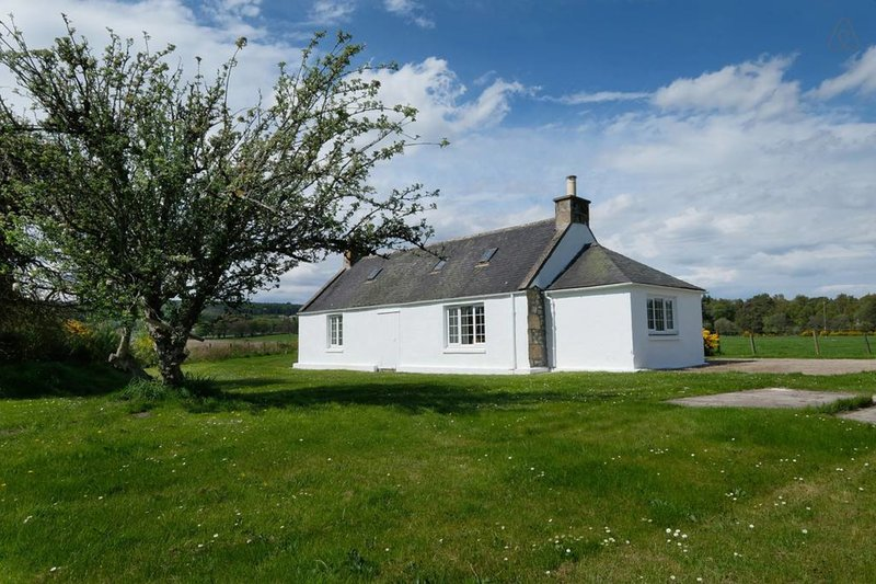 Cosy Holiday Cottage- 2 bed. Beautiful Setting, vacation rental in Keith