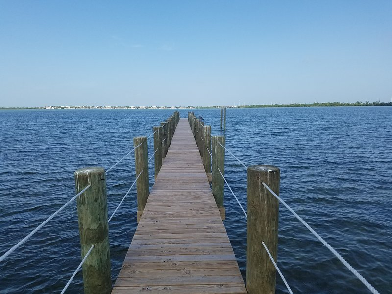 Waterfront Cozy Cottage with Boat Ramp & Dock!, holiday rental in Ramrod Key