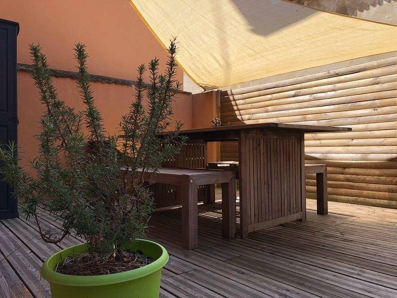 Gîte avec terrasse pour 2 à 4 personnes au coeur des remparts, vacation rental in Wintzenheim