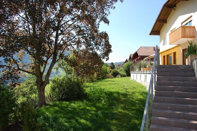 Villa lussuosa e spaziosa vicina al centro - vista panoramica e giardino privato, Ferienwohnung in Kastelruth