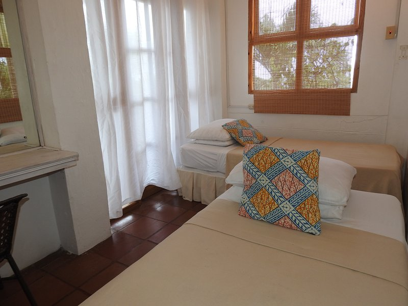 Middle Deck: 3- bedroom cosy apartment on the middle level
