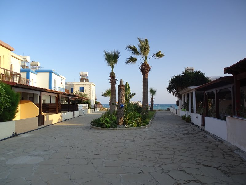 Cyprus is fresh air fresh food and relaxing walks,clean beaches & emerald seas, alquiler vacacional en Pervolia