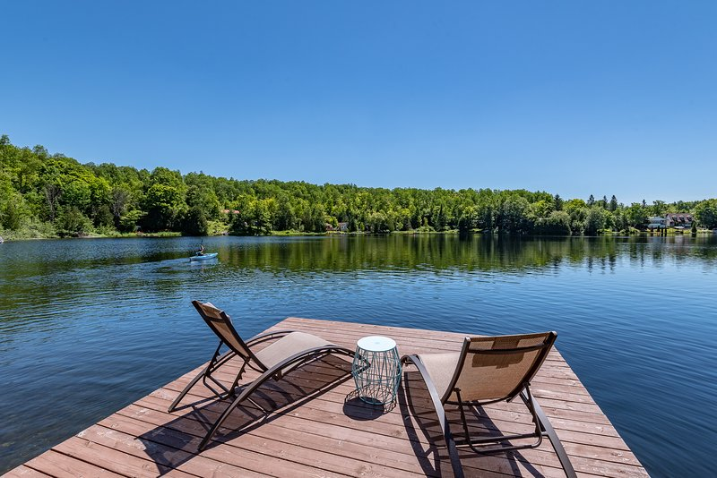 Beautiful Lakefront Chalet 35 mins Ottawa Gatineau, holiday rental in Outaouais Region