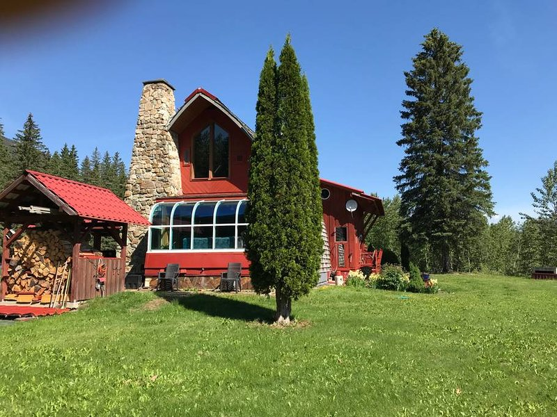 Elk River Chalet Riverside, holiday rental in Fernie