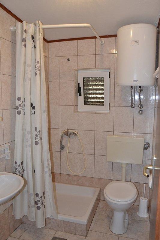 A1 Mario(4): bathroom with toilet