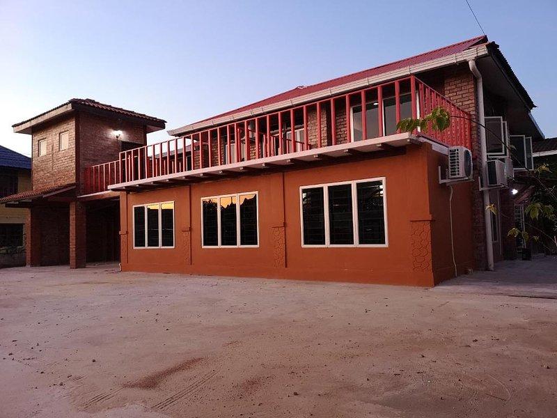 Kenyalang Urban Lodge (Deluxe Room 1), holiday rental in Kota Samarahan