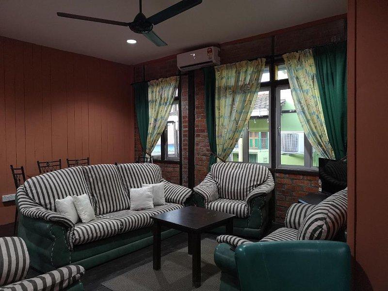 Kenyalang Urban Lodge (Room 1 For Big Groups 10 People), holiday rental in Kota Samarahan