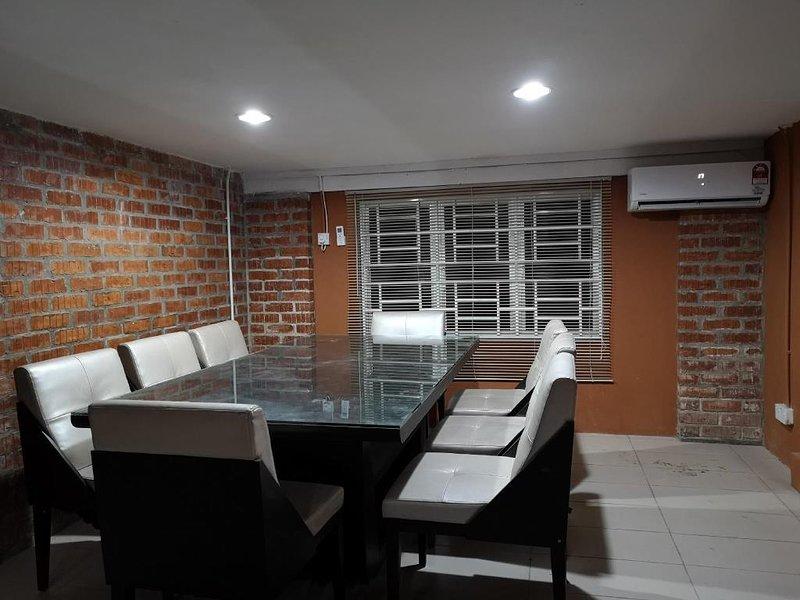 Kenyalang Urban Lodge (Standard Room w/shared Bathroom 1), holiday rental in Kota Samarahan
