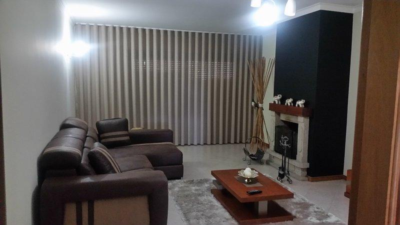 Apartamento moderno,3 quartos todo equipado para férias ou curtas estadias, vacation rental in Felgueiras