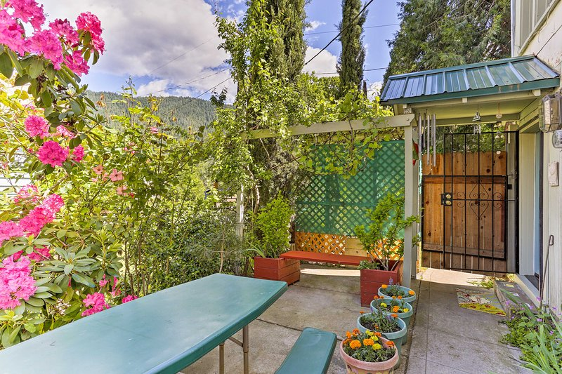 'Sawadee Guest House' ~16 Mi to Mt Shasta Ski Park, vacation rental in McCloud