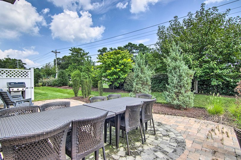 Your gang of 9 will fit comfortably at this 10-person table for outdoor feasts.