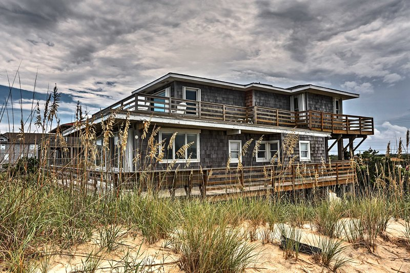 Nags Head Beachfront Home w/2 Decks & Grill!, aluguéis de temporada em Roanoke Island