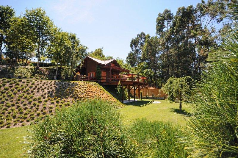 Gemieira Villa Sleeps 12 with Pool - 5658162, aluguéis de temporada em Arcos de Valdevez