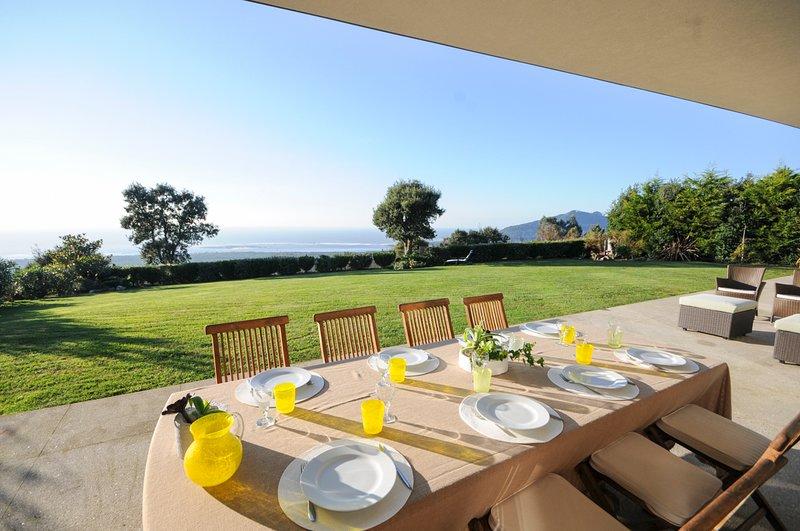 Senande Villa Sleeps 8 with Pool - 5658176, alquiler vacacional en Moledo