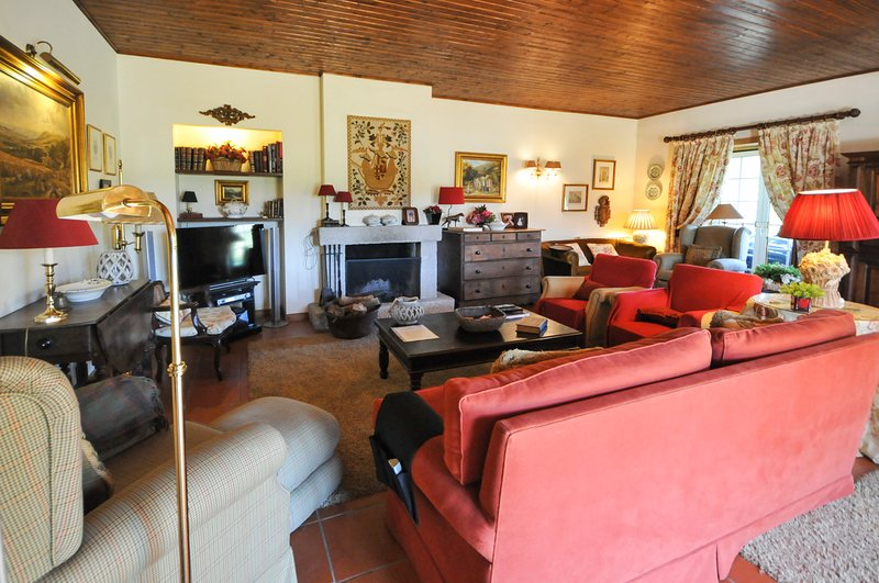 Marinhas Villa Sleeps 8 with Pool - 5658172, alquiler vacacional en Vilar de Mouros