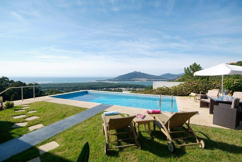 Calheiros Villa Sleeps 8 with Pool and Air Con - 5658175, alquiler vacacional en Calheiros