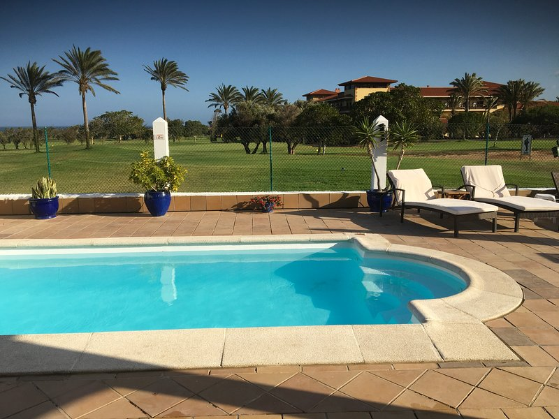 Casa José Fabulous Villa on Fuerteventura's Golf Resort - Stunning views, holiday rental in Caleta de Fuste