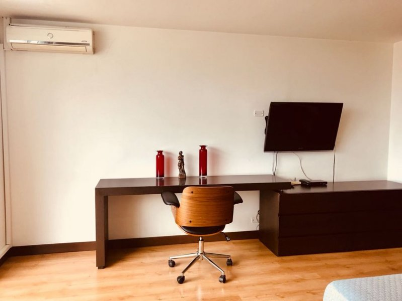 lugo studio re-done  balcony doorman elevator wifi AC, vacation rental in Envigado