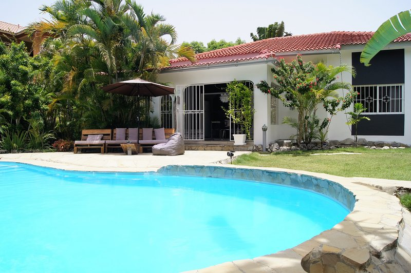 2 bedroom House with private Pool, holiday rental in Perla Marina