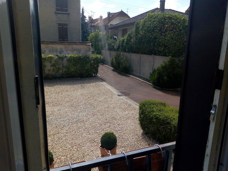 Les Capucines du Château de VILLEMOMBLE, holiday rental in Villemomble